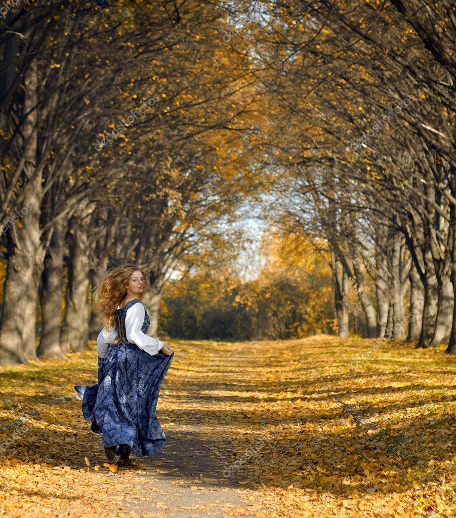Girl dressed in a retro-style run on the autumn alley