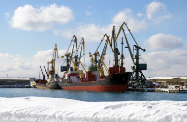 Winter in seaports