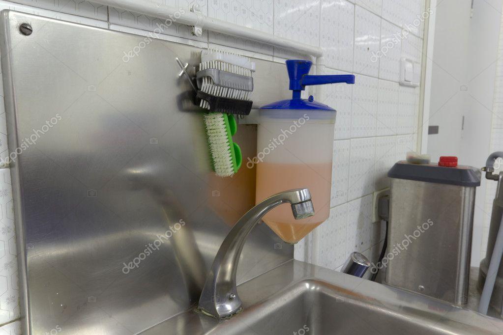 Lavabo para lavarse las manos fotos de stock edu1971 for Lavabo de manos