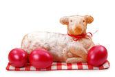 Velikonoční jehněčí dort s červenými vejci