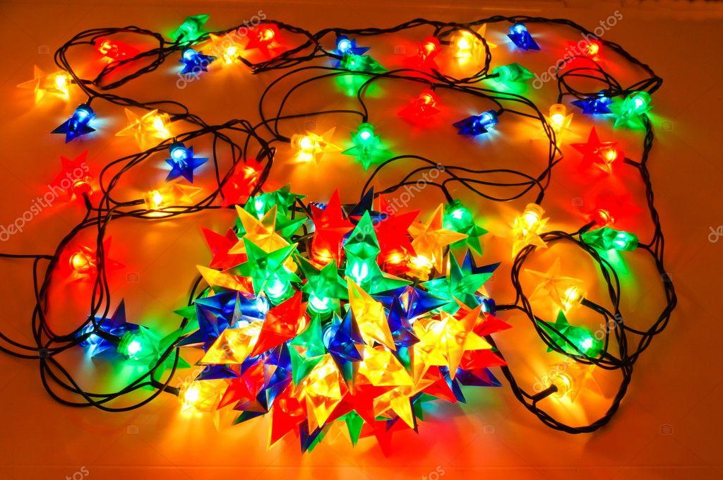 guirnalda de luces de colores para rboles de navidad u foto de stock