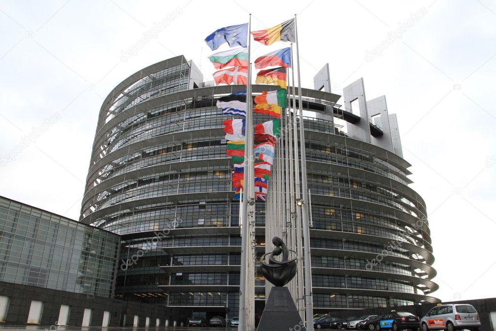 欧州議会と欧州の国の旗 — スト...