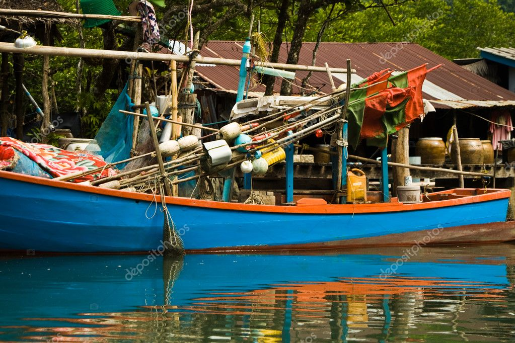 Huts and colorful fisherboats at the mangrove everglades