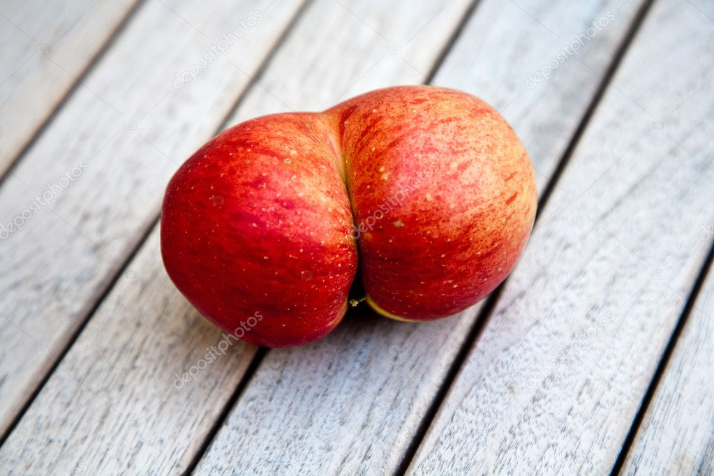 Apples with interresting deformations give fantasy a chance