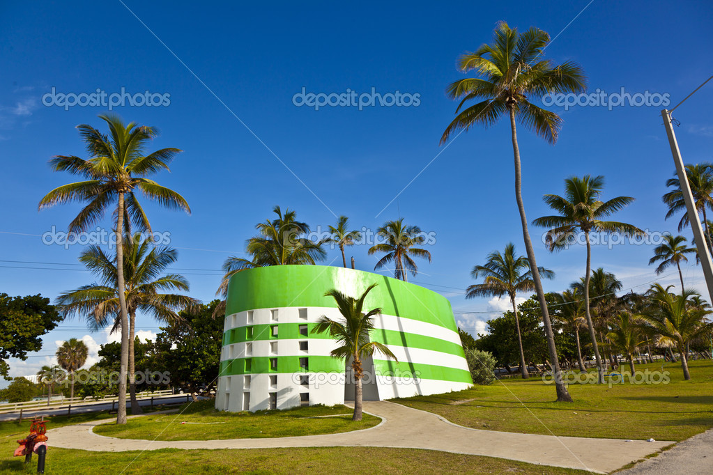 Art deco toilet op het strand in miami u stockfoto hackman