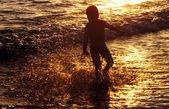 děti se těší na krásný západ slunce
