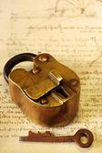 Photo Antique Brass Padlock