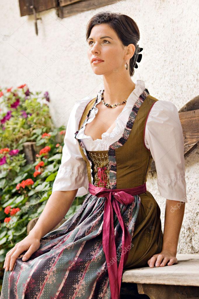 Bavarian girls in Holiday Costume — Stock Photo