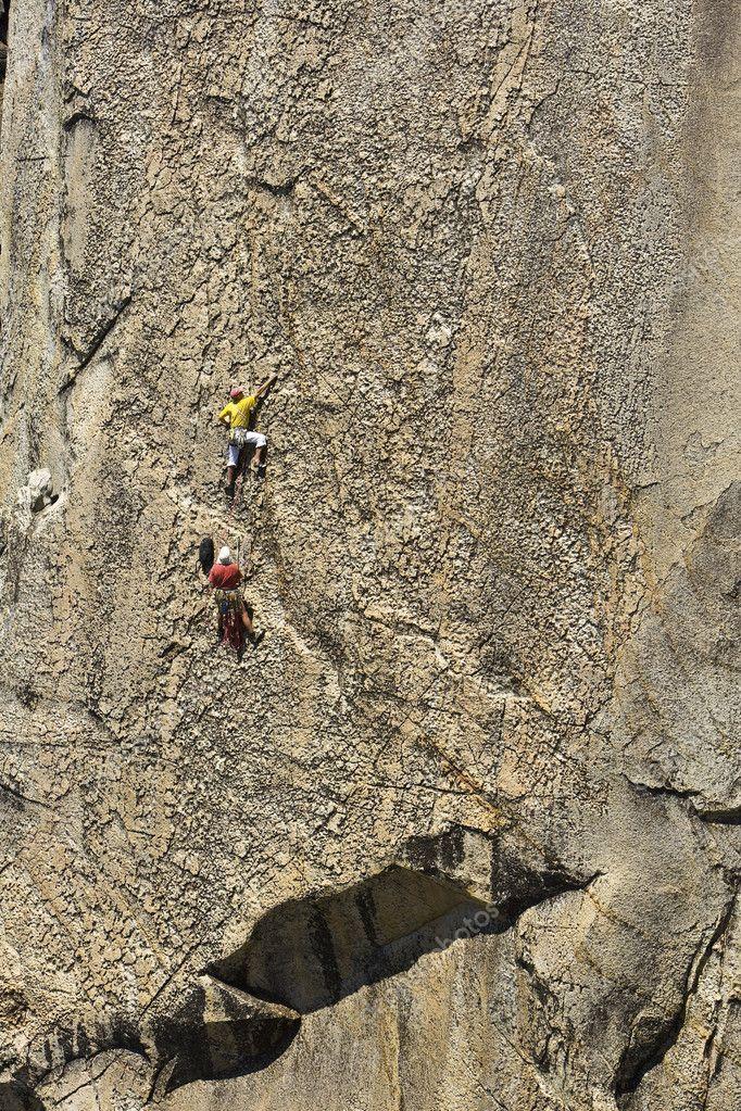 Kevin daniels a rico milette lezení strmých tvář na vzdáleném žulové zídce  skalní komín c3e0f59a9b8