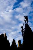 Fotografia team di scalatori sul vertice