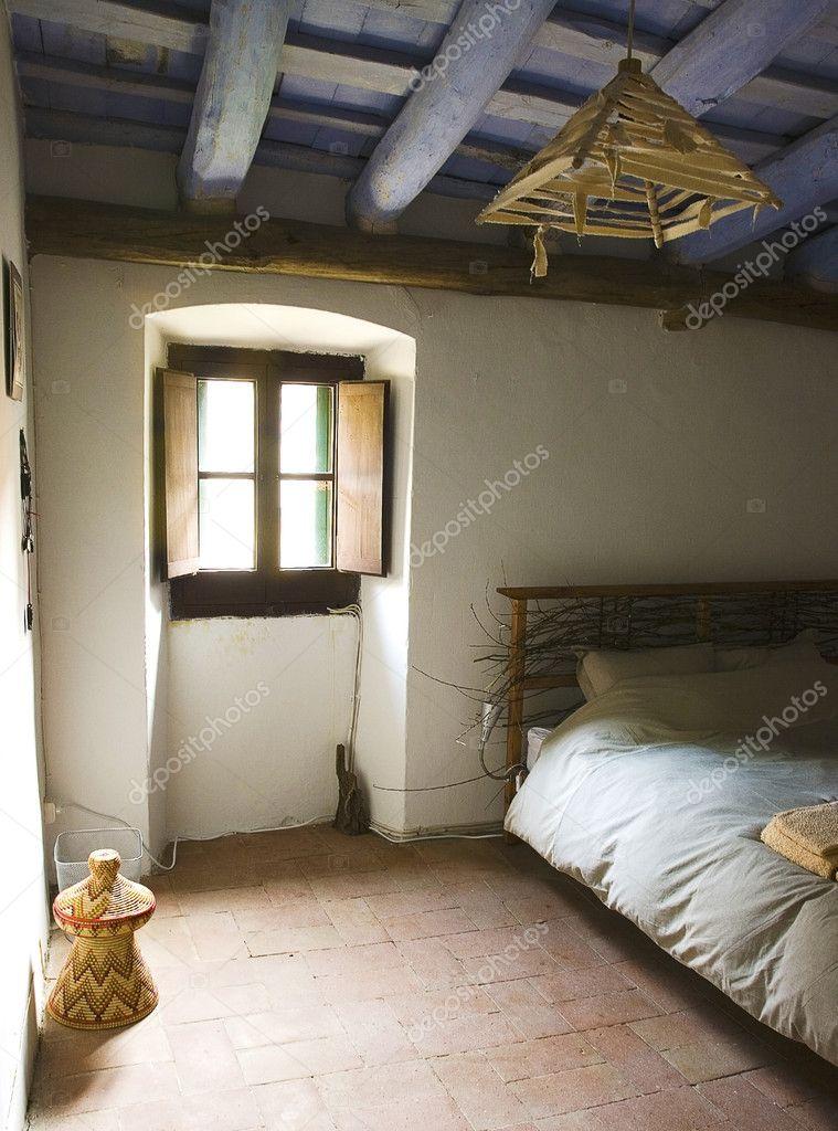 Camera da letto rustica in una tradizionale casa colonica for 6 piani di casa colonica di 6 camere da letto