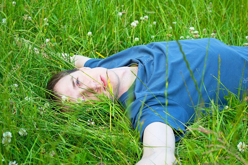 Он лежит в кустах — 11