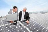 solární panely na obchodní pozici