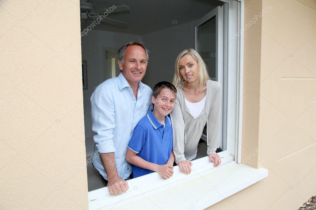 Ritratto di famiglia foto stock goodluz 5695029 for Piani di casa 1000 piedi quadrati o meno
