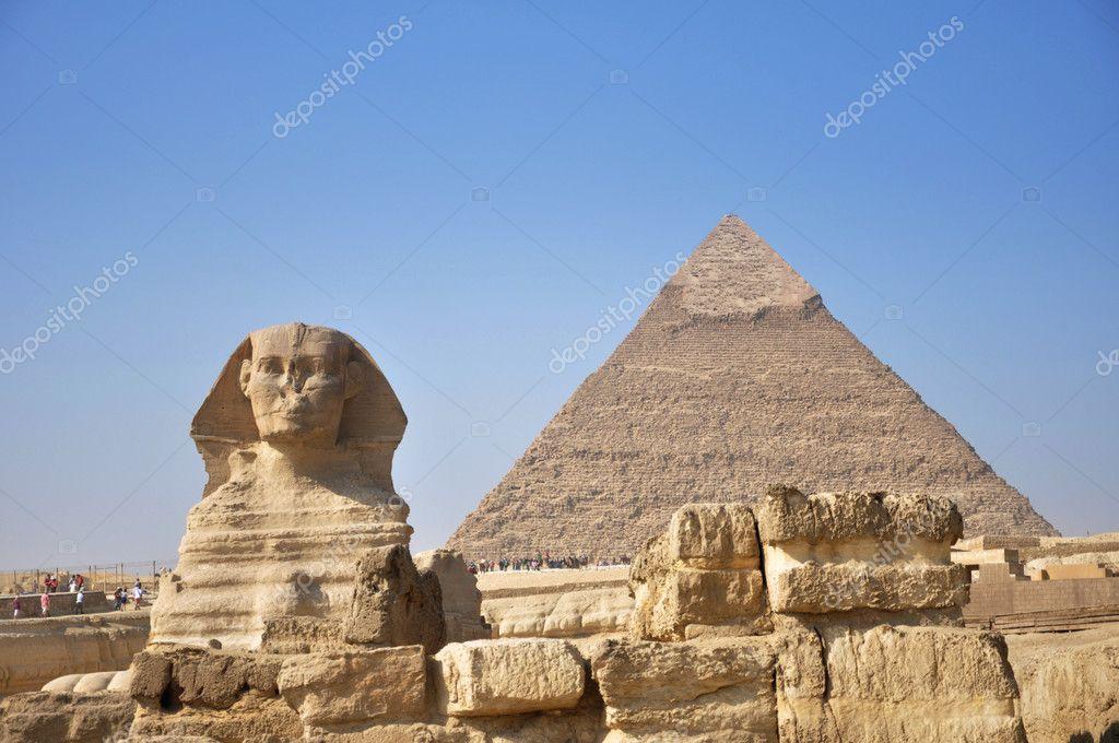 ピラミッドとギザの大スフィンク...