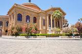 Teatro massimo - operní dům na náměstí verdi v palermo, Sicílie