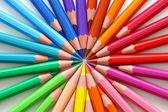 barevné tužky.