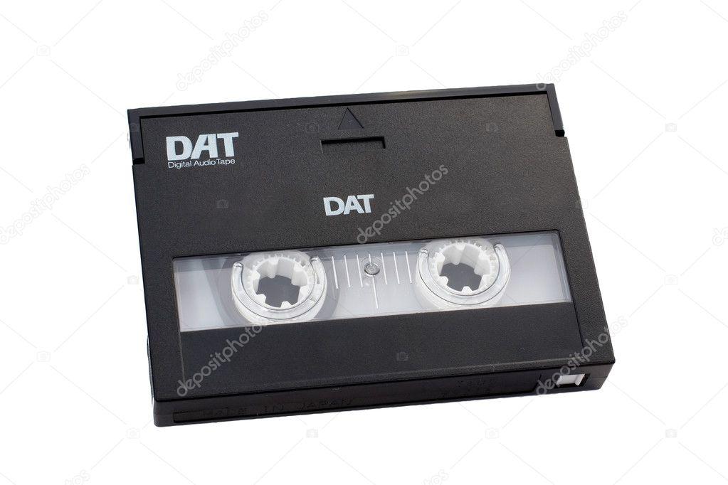 含まれるクリッピングパスを持つデジタル オーディオ テープ dat