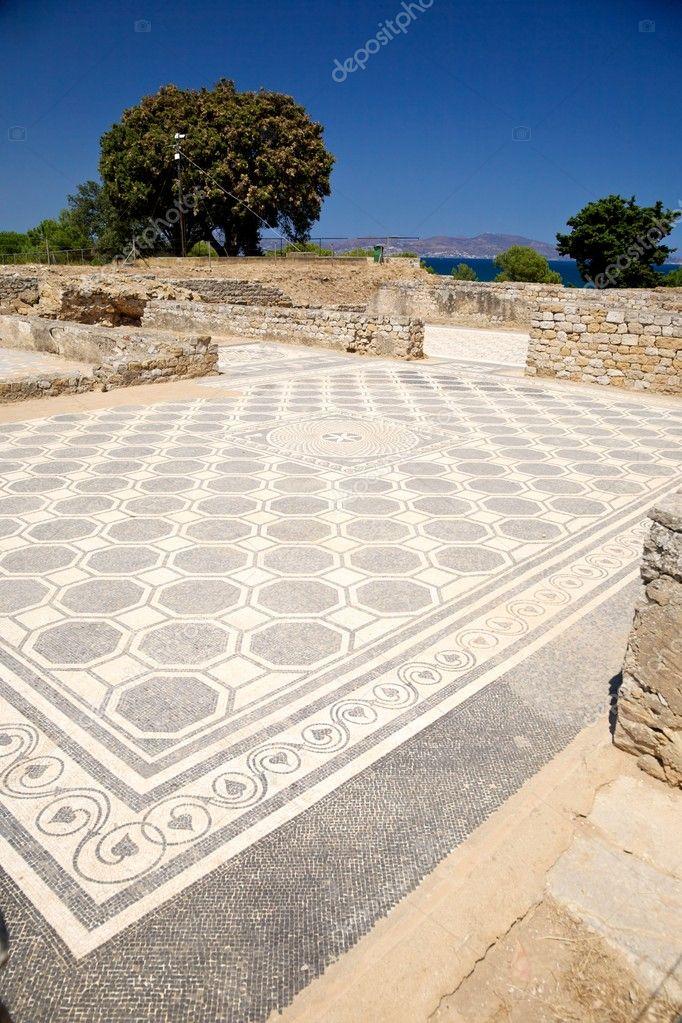 Pavimento a mosaico bianco e nero antico foto stock for Pavimento bianco e nero