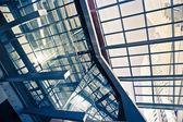 futurisztikus építészeti részletek vállalati épület