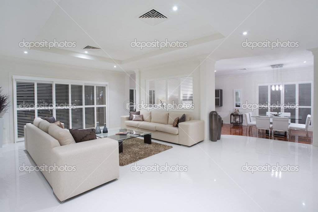 Lussuose camere soggiorno con tavolo da pranzo in background foto stock epstock 5786060 - Camere da pranzo moderne ...