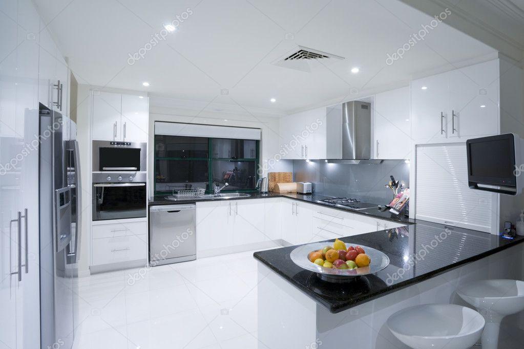 cocina moderna en mansin de lujo u foto de stock