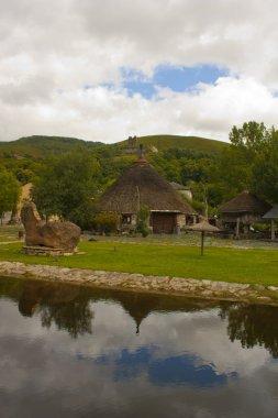 Palloza with lake