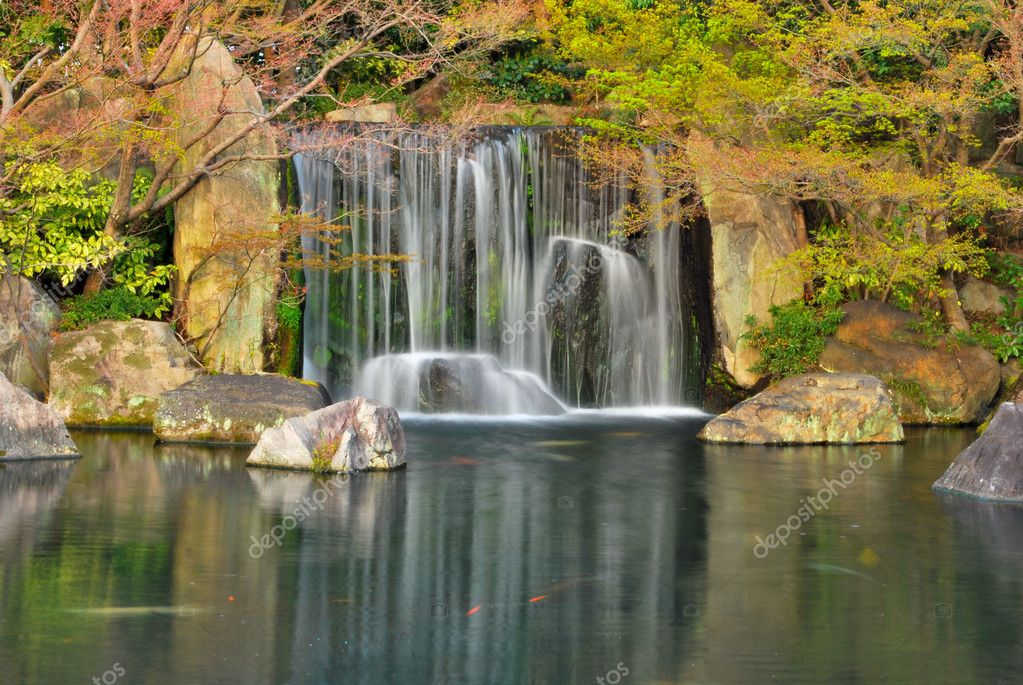 Waterfall in a japanese zen garden stock photo gnohz for Jardin zen japonais