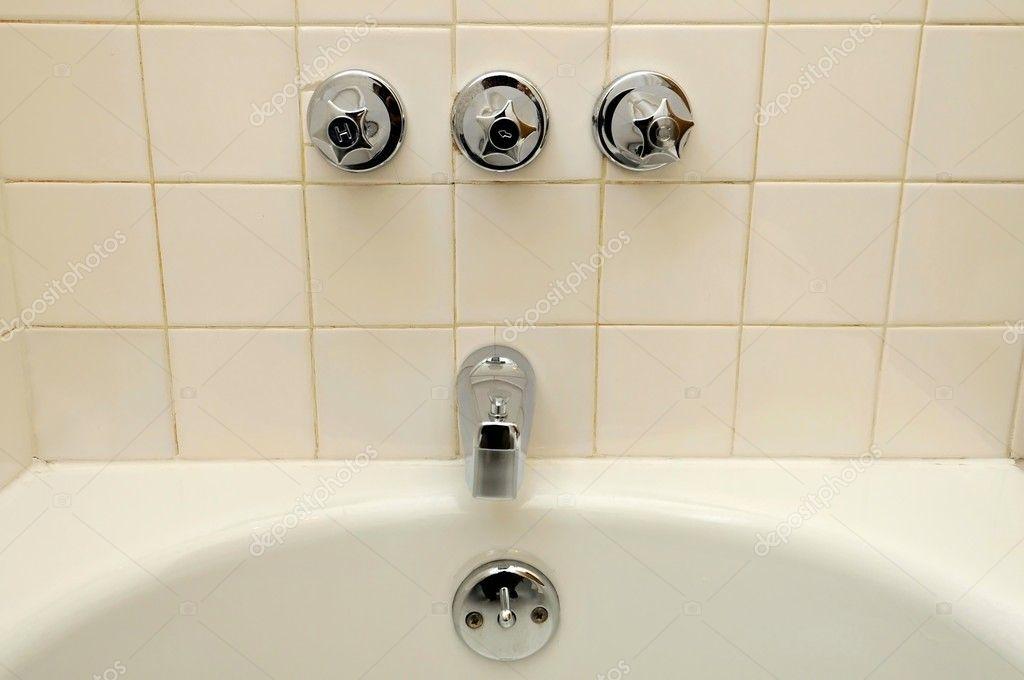Frontansicht Des Wasser Und Badewanne Armaturen Stockfoto C Gnohz