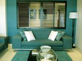 šedozelená modré pohovce salonek