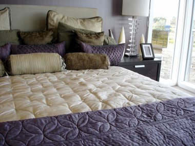 Modern glamorous purple bedroom