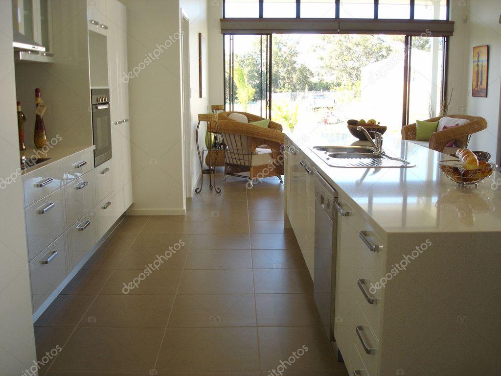 Moderne Warme Keuken : Warme tinten moderne keuken open plan living u stockfoto scarfe