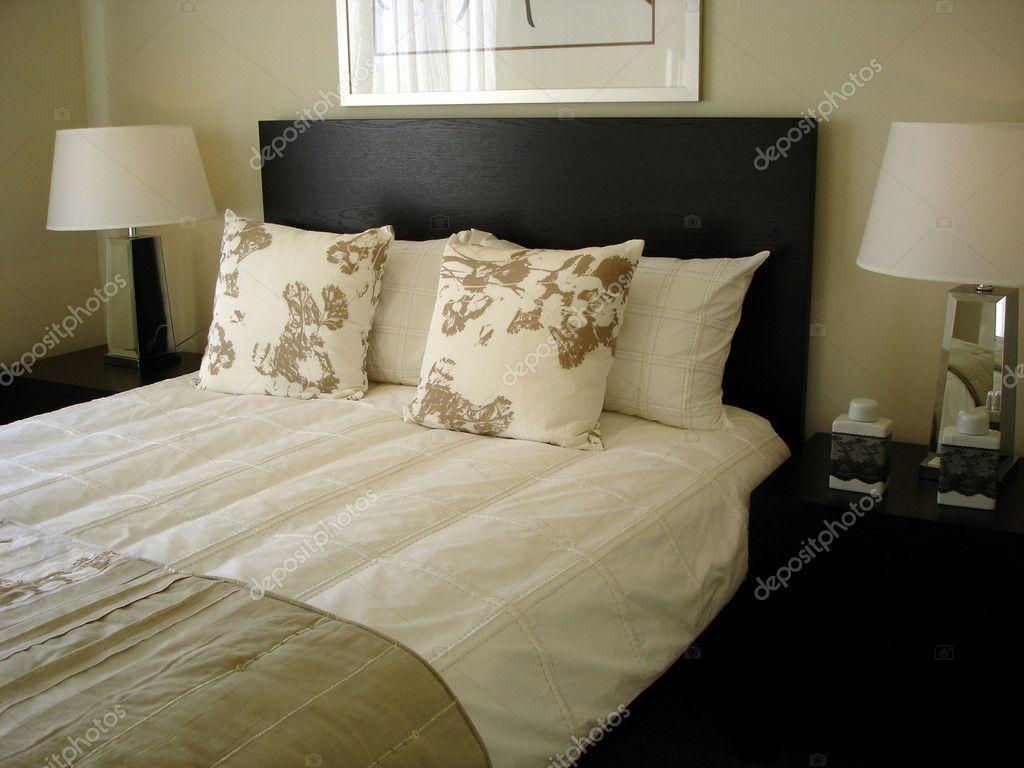 Slaapkamer Groen Grijs : Moderne slaapkamer chocolade en groene grijze tinten u stockfoto