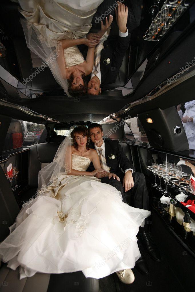 Невесту трахнули в лимузине коротких юбках порнушка