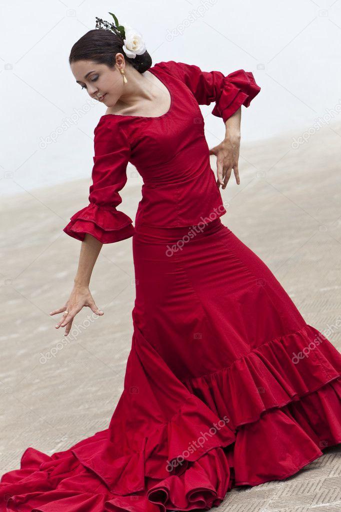 512aa232c Bailarina de flamenco española tradicional de la mujer en vestido rojo con  ventilador– imagen de stock