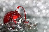 červená vánoční koule