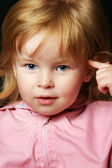 Photo Smiling little girl thinking