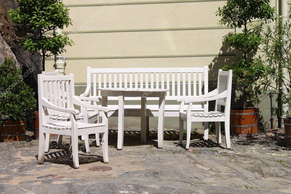 muebles del patio al aire libre — Fotos de Stock © alessandro0770 ...