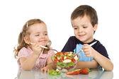 šťastné děti jíst ovocný salát