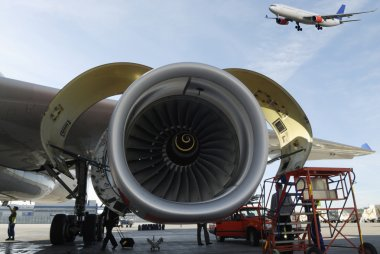 Airplanes and jet engines