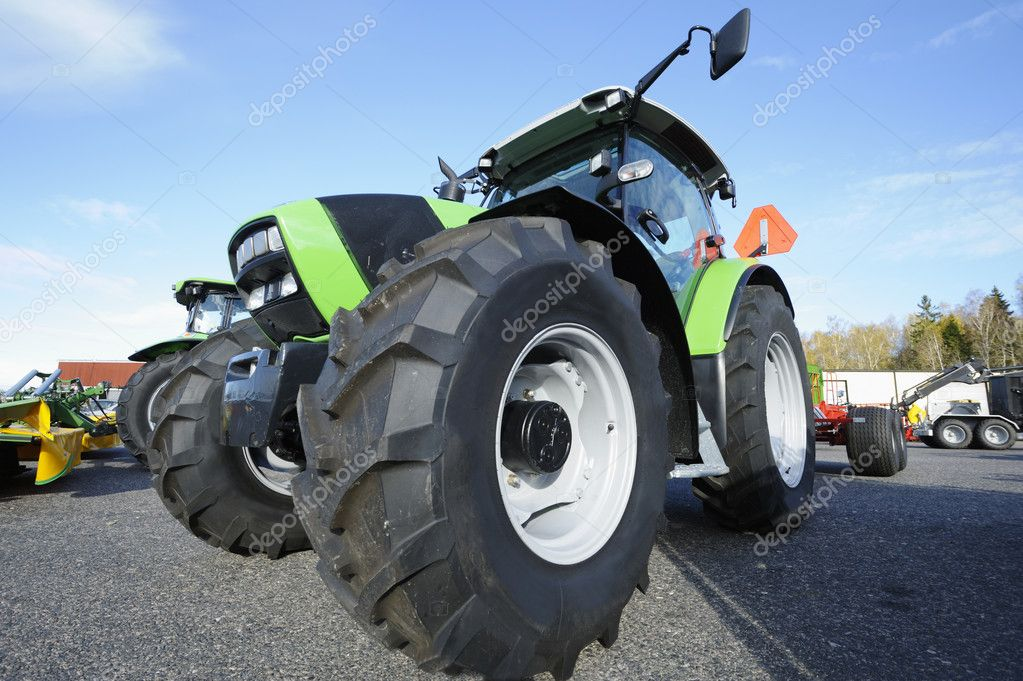 how to show texture of a tractor in giants editorial