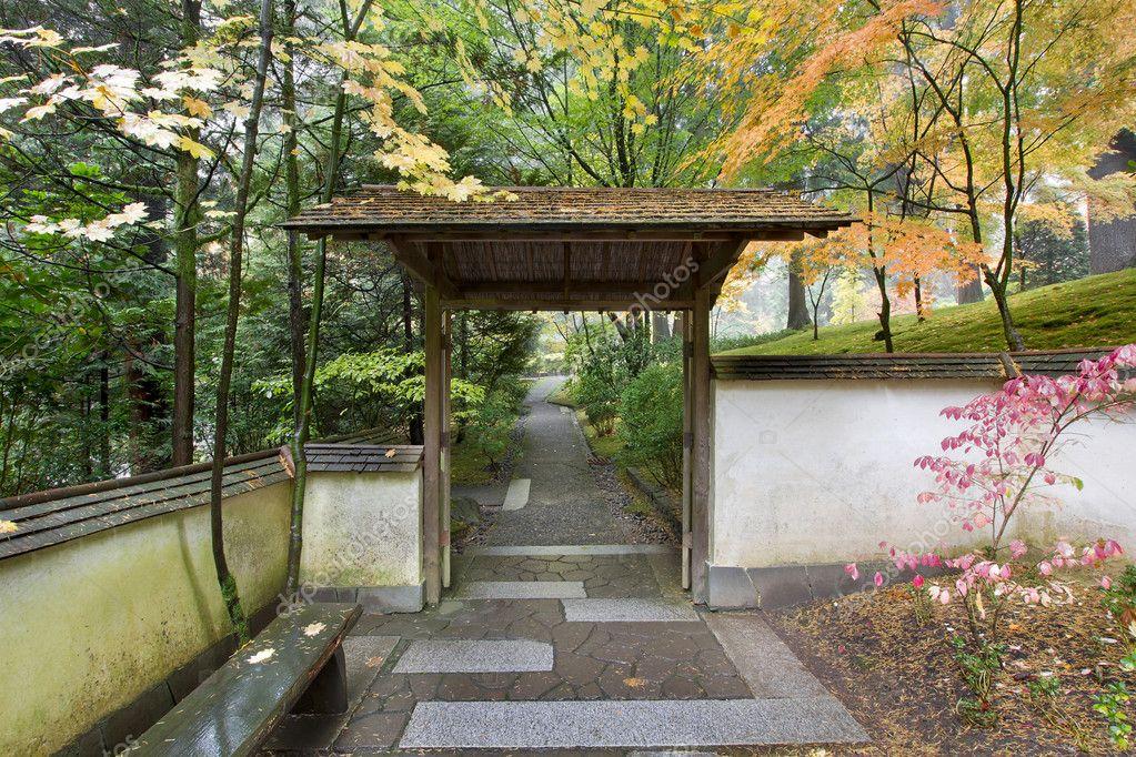 Porte et voie en jardin japonais — Photographie jpldesigns ...