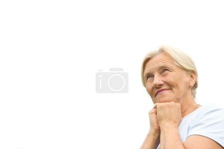 Photo pour Belle femme se tient sur le ciel - image libre de droit