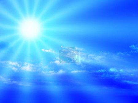 Foto de Cielo azul, nubes y dramático sunbeam. - Imagen libre de derechos
