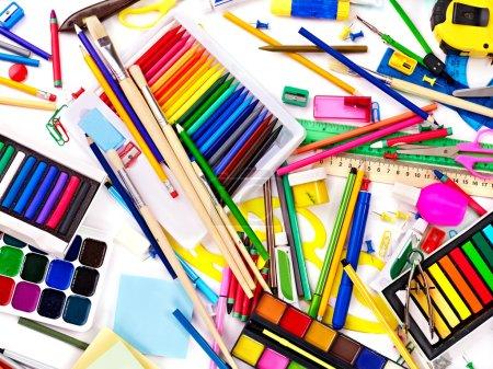 Photo pour Contexte des fournitures scolaires d'art de groupe . - image libre de droit