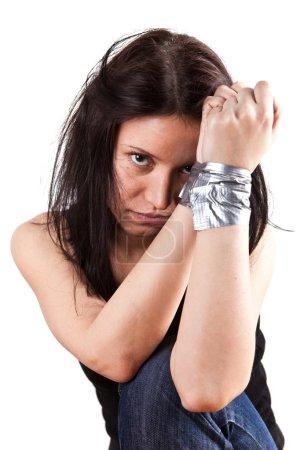 Foto de Joven secuestrada, rehén closeup sobre fondo blanco - Imagen libre de derechos
