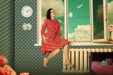 Photo pour Belle jeune femme dans une chambre rétro, motif vintage - image libre de droit