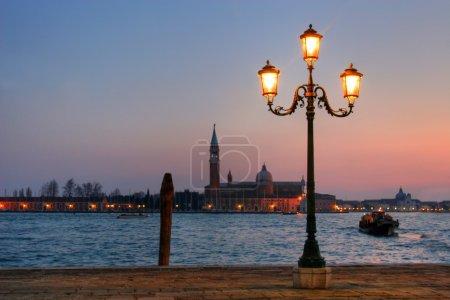 Photo pour Chute de la nuit sur Venise - image libre de droit