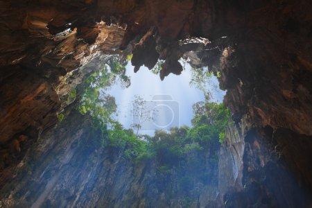 Photo pour Trou dans la grotte de Batu à Kuala-Lumpur, Malaisie - image libre de droit