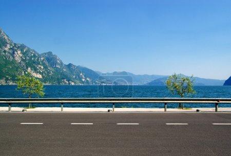 The road along the coast